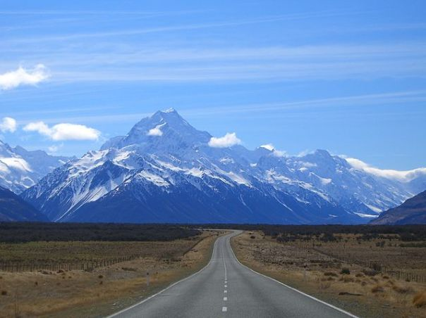 640px-Road_to_mount_cook_new_zealand